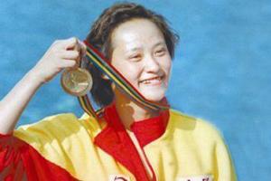 8月20日,在武汉和奥运冠军高敏为中国加油!